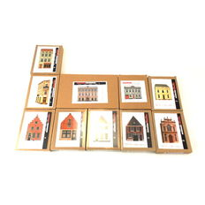 Artitec Scenery H0 10.213/212/211/196/195/194/193/192/191/190- 10-piece set facades - all different houses and mansions