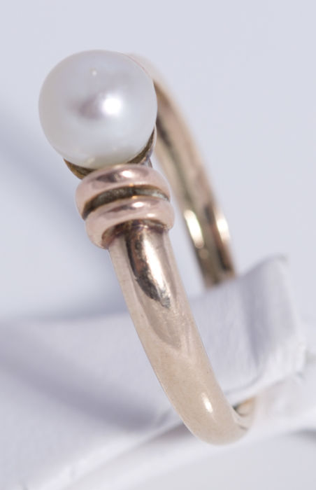 18 kt gold ring with pearl - ring size 16.4 mm