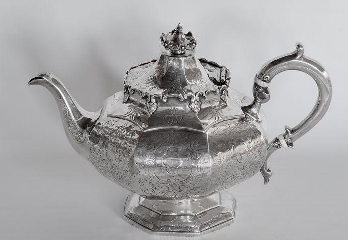 An early Victorian Coffee/Tea Pot - Samuel Hayne & Dudley Cater - London - 1845