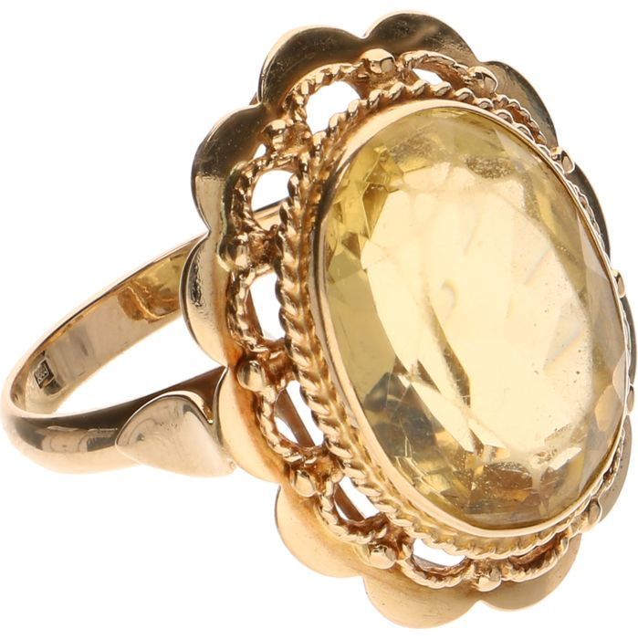 14 kt Yellow gold ring set with citrine Ring size 17 mm