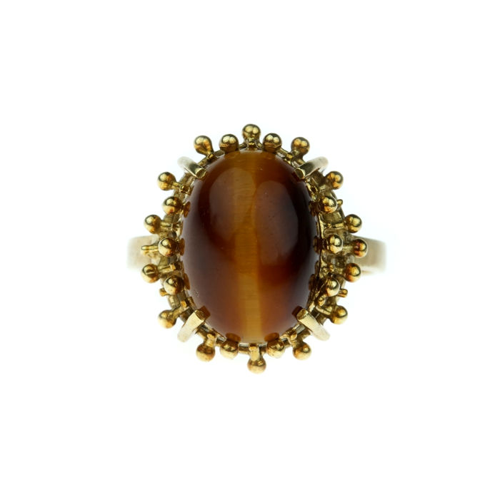 14 kt yellow gold women's ring with tiger's eye in finely tooled setting - ring size 17.25