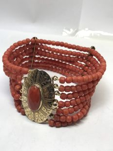 Antique bracelet in Mediterranean faceted coral