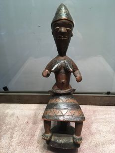 Nice and large female sitting figurine in wood - PENDE - Ex. Belgian Congo