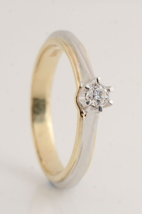 14 kt yellow and white gold diamond solitaire ring 0.10 ct G / SI1 - Ring size: 60 & 3.90 g