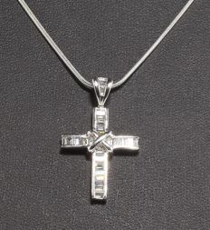 Mappin & Webb 1.00 ct diamond cross pendant with chain in 18 kt white gold