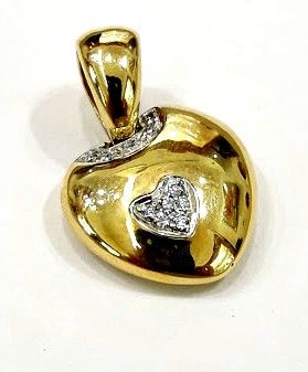 Heart-shaped in 18 kt gold with 0.11 ct diamonds - Heart dimensions: 1.5 x 2.0 cm