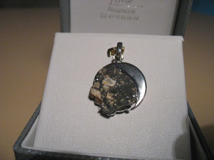 Lunar Meteorite Necklace : A piece of the Moon set in a white gold matrix - 1.63g