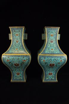 Two enameled Vases - China - 21st century (40cm)