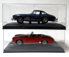Bburago / Maisto - scale 1/18 - Mercedes-Benz 300 SL & Mercedes-Benz 190 SL - both 1/18 in exclusive showcase
