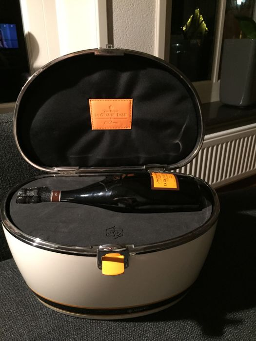 1998 Veuve Clicquot La Grande Dame with Limited Edition case by Riva