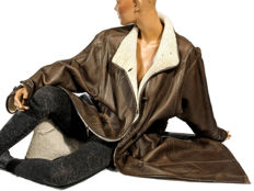 Supple, beautiful brown lambskin coat, lambskin leather coat, shearling, light, curly lamb