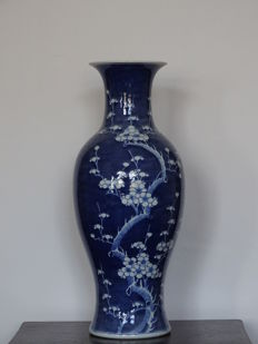 A Large and Beautiful Chinese Vase. Marked - China - Second half 20th century (58 cm)