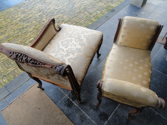 Rococo sofa and petit chaise longue in walnut france for Chaise longue a petit prix