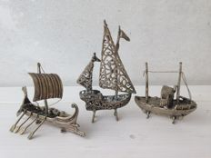 Set of no. 3 silver boats. Made in Italy - Arezzo, 1970s