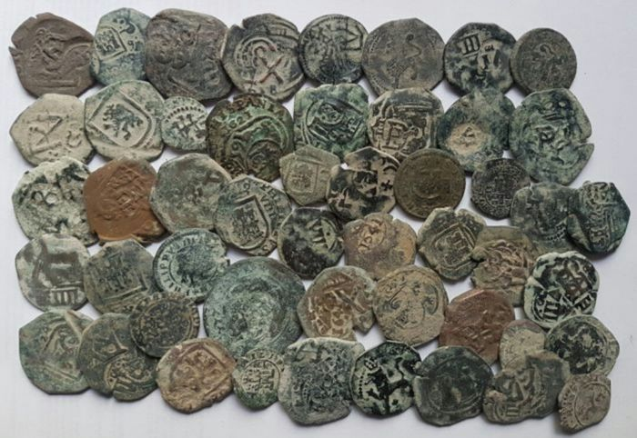 Spain - From Reyes Católicos ,Kings Austrias colonial to Carlos II - Lot of 50 Coins - classified in their covers