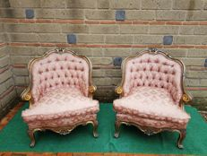 Pair of wavy gilded armchairs with quilted back and wooden structure - Italy - 20th century