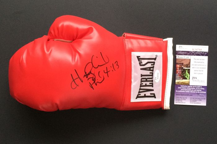 Evander Holyfield - Authentic & Original Signed Autograph in a Everlast Boxing Glove - with Certificate of Authenticity JSA