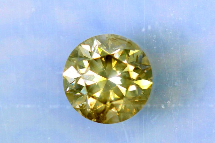 Diamant van 0.55 ct  - Fancy Greenish Yellow  - SI2 - * No Reserve Price *