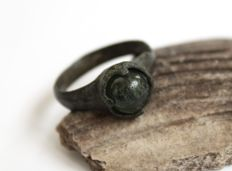 Early Medieval bronze ring with green stone - 21 mm