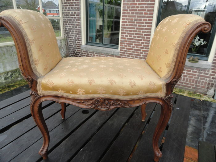 Rococo sofa and petit chaise longue in walnut france for Chaise longue france