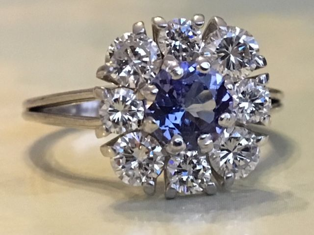 18 kt white gold rosette ring with brilliant cut diamonds of approx. 100 ct G/VS and tanzanite of approx. 0.64 ct - Size  17.25 mm