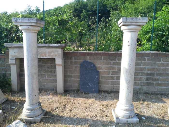 Pair of columns with travertine capitals - Italy - 20th century