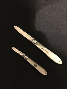 Two silver penknives with mother of pearl handles, Sheffield, 1893, John Yeomans Cowlishaw and 1921, CW Fletcher & Son Ltd