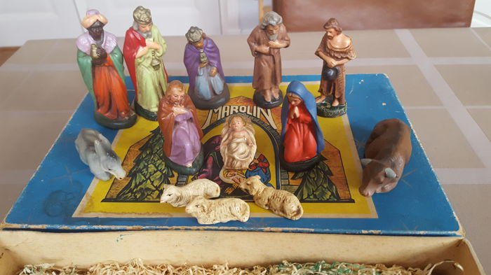 Marolin old Christmas group made of papier maché - 13 pieces.