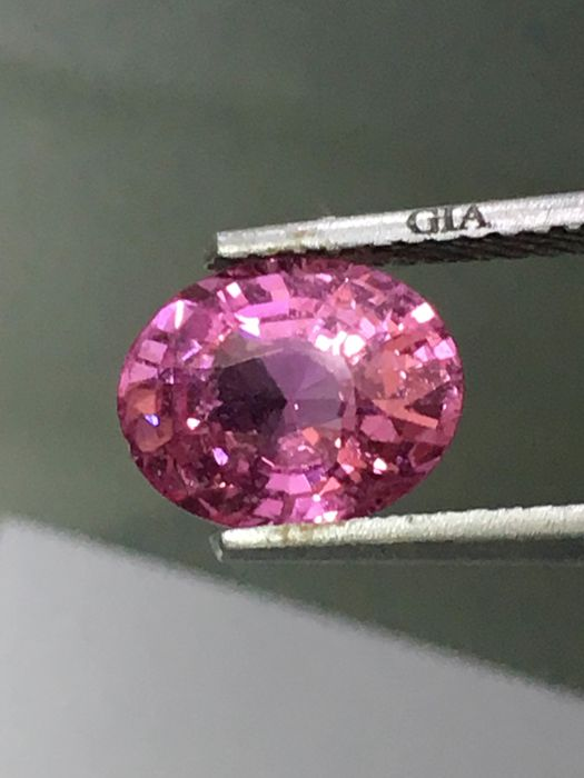 Pink sapphire - 2.01 ct