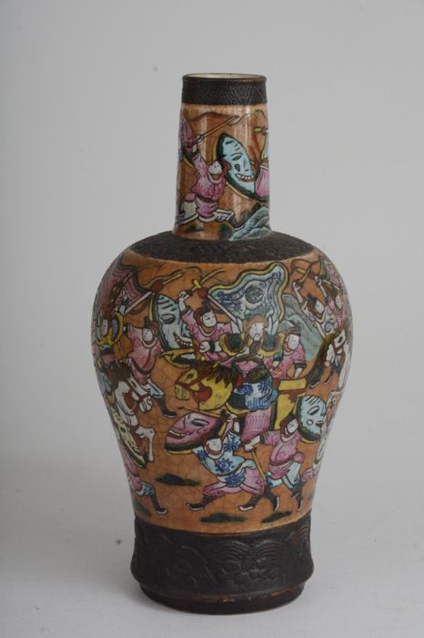 A Large Famille Rose Porcelain warriors crackle Vase - China - late 19th/early 20th Century
