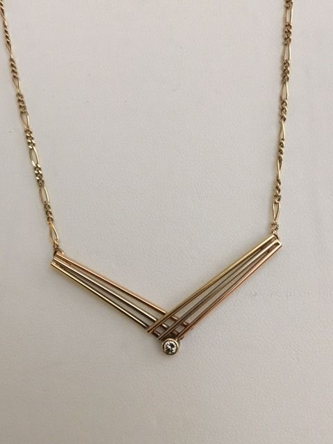 14 kt yellow gold necklace with a bi-colour gold pendant which contains 1 diamond, approx. 0.07 ct, I/VS