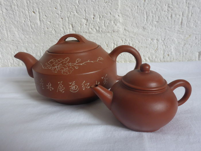 Two Chinese Yixing teapots - China - late 20th century