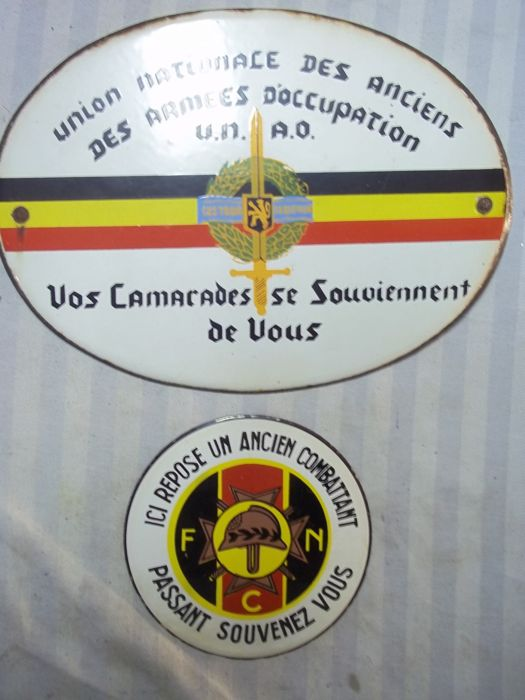Oval enamel sign from the 40s, Belgian army in Germany. Rhine army and round sign resistance fighter