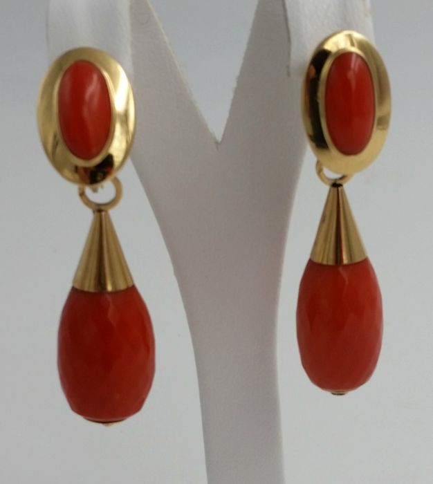 Earrings in 18 kt yellow gold and Mediterranean coral Weight - 13.75 grams