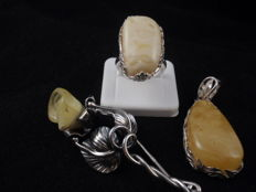 Vintage Silver 925 set of a ring, brooch and a pendant with Baltic Amber, 29.26 grams in total