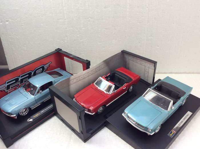 Revell / Motormax / Maisto - Scale 1/18 - 1965 Mustang Convertible, 1964 1/2 Ford Mustang Convertible & Pro Rodz 1967 Ford Mustang GTA Fastback