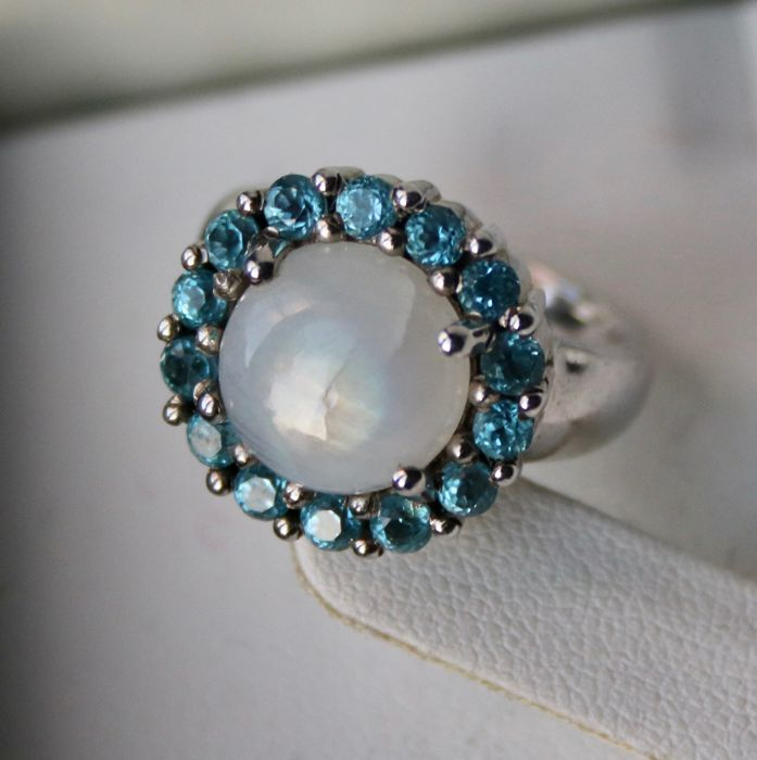 Sterling silver beautiful ring with a 3.26 Moonstone surrounded by ...