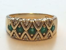 14 kt Gold Ring with 0.21 ct Diamonds and 0.35 ct Emeralds - Ring Size: 19.2 mm