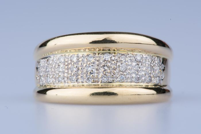 18 kt yellow gold ring, 30 diamonds of approx. 0.30 ct in total; Size: EU: 56, US: 7 1/4