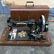 PFAFF - manual sewing machine - including the cover and key, first half of the 20th century