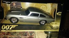 Richmond Toys - Modellino di Aston Martin DB5 del 50 di James Bond, 33 cm