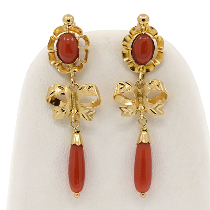 18k/750 yellow gold cameo earrings with Mediterranean Coral - Front size earrings: 43 mm. x 12.5 mm.
