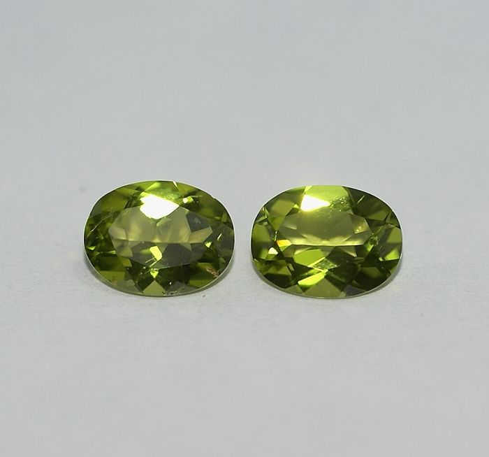 2 Peridots,   yellowish-green  3.79 ct