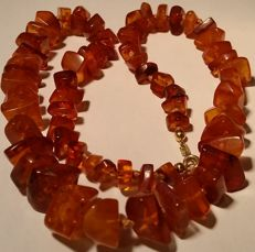 Old necklace made of natural amber with inclusions, 31.02 grams, 1950 Germany.