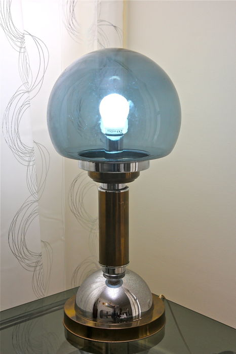 Unknown designer - Table lamp in chromed steel, brass and smoked glass - Italy 1970