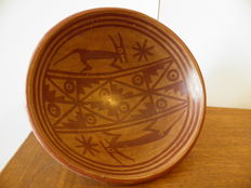 Pre-Columbian terracotta bowl on foot with painted decoration of stylised animals, a star and other motifs - diameter 20 cm