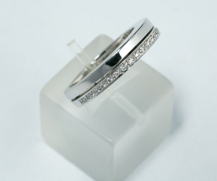 18k white gold ring with diamond 0,11ct - size 55