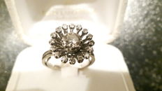 Ring 18 kt white gold, main diamond 0.6 ct G SI2