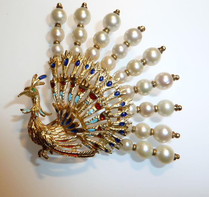 Brooch in 18 kt gold depicting a peacock, with enamel and pearls, from the '50s