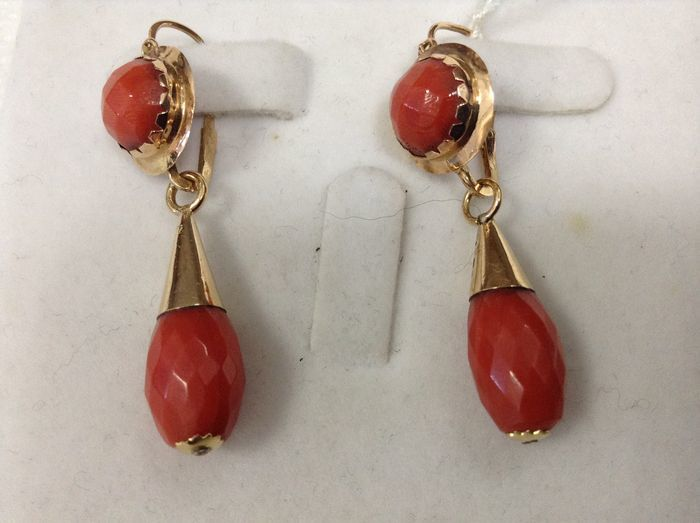 Earrings 18kt Gold and Mediterranean Coral